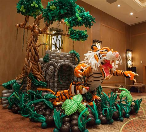 This guy is taking balloon art to the next level 171 twistedsifter