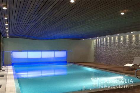 piscina interna villa con parco e piscina in vendita a treviso