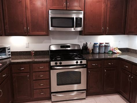 mahogany kitchen cabinets with granite countertops in the kitchen mahogany cabinets with black and
