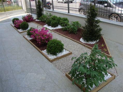 Aiuole Con Sassi E Piante by Aiuole In Citt 224 Paesaggi Garden Vivaio Aiole Pietra