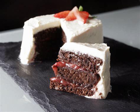 decorar tarta guiness receta vegana tarta de cerveza negra y cacao con crema