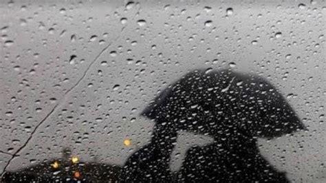 kata kata waktu hujan romantis status wa galau