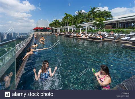 marina bay sands infinity pool singapore marina bay sands infinity pool roof terasse marina bay