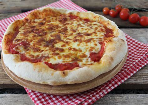 come si fa la pizza in casa come fare la pizza in casa pi 249 buona e genuina di quella
