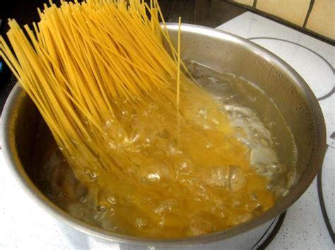 faire r馘uire en cuisine astuce pour faire cuire vos p 226 tes en un temps record