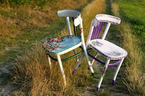 decoupage su sedia di legno oltre 25 fantastiche idee su vecchie sedie su