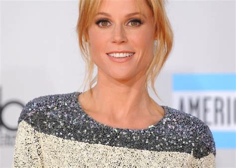 actress claire in modern family julie bowen as claire dunphy on modern family a character