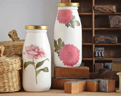 decorar jarrones con servilletas decora tus botellas y envases de vidrio a partir de