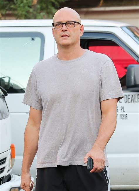 vince vaughn vince vaughn photos photos vince vaughn goes for a walk