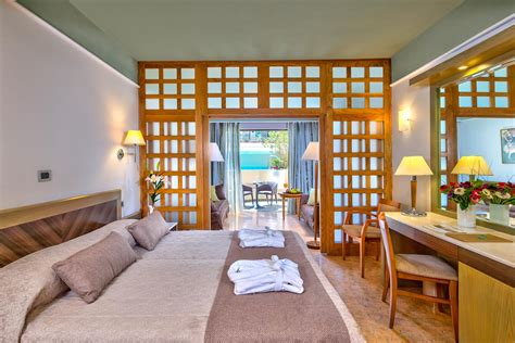 hotel con vasca idromassaggio in cania suite in porto platanias resort a platanias