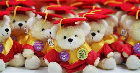 Boneka Wisuda Teddy 12 Cm Pin Nama kabowi produsen boneka wisuda plakat souvenir graduation kado hadiah anniversary ultah