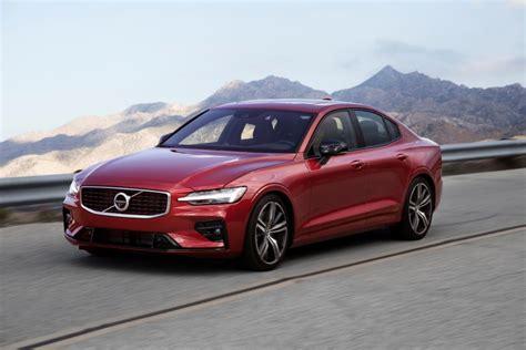 review  volvo    design awd   award   improved luxury sedan