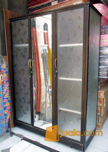 Lemari Kaca Aluminium Di Jogja lemari pakaian aluminium 3 pintu frame coklat kaca es