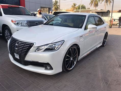 toyota crown toyota crown royal saloon 2014 for sale in karachi pakwheels