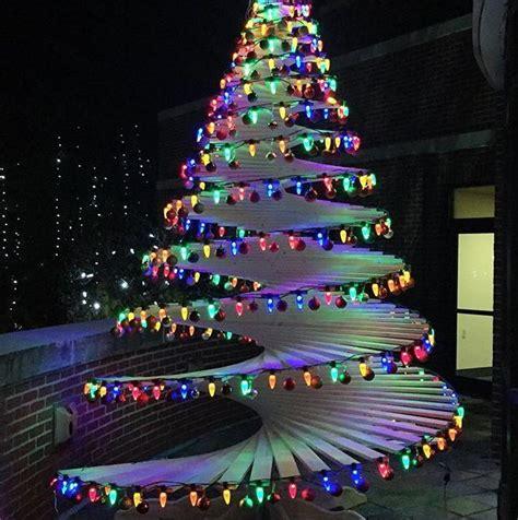 Spirale Di Legno by Idee Originali Per Alberi Di Natale Fai Da Te