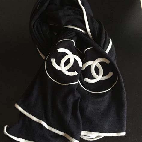 Chanel Scarf by 25 Best Ideas About Chanel Scarf On Scarf