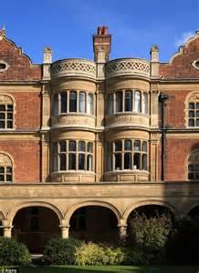 cambridge university rooms  worth  punt  holiday