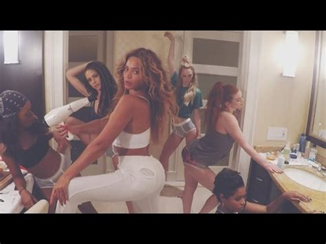 beyonce bathroom watch beyonc 233 s magnificent bathroom dance party music
