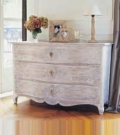 peindre meuble bois effet c 233 ruse blanc liberon sur commode