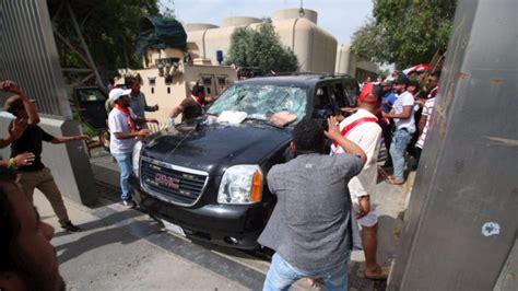 lo in parlamento baghdad dichiarato lo stato d emergenza dimostranti in