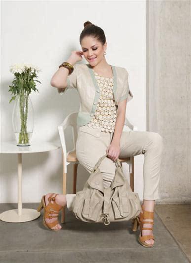 Sepatu J Rep til cantik dengan aksen crochet