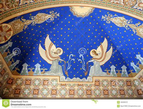 auf der decke engel gemalt auf der decke der kirche stockfoto bild