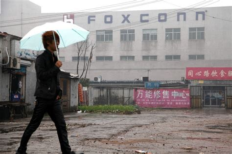 apple zhengzhou foxconn acknowledges deaths of two workers from apple