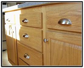 Cabinet Door Knob Location by Cabinet Handles On Kitchen Cabinets Shaker Cabinet Handle