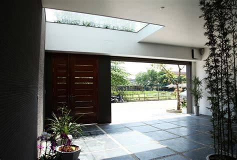 Asian Rectangular House with Small Courtyard ~ HouseBeauty