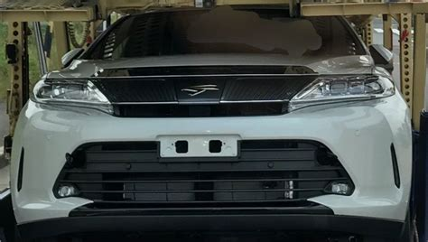 Toyota Harrier Facelift toyota harrier facelift spotted undisguised in japan image