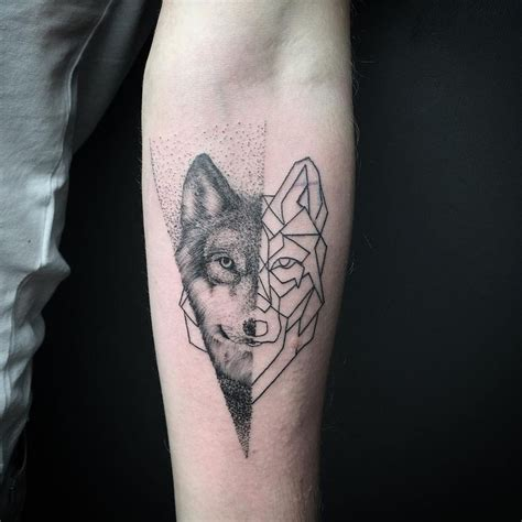 geometric tattoo vorlagen geometric wolf on forearm animal tattoo designs