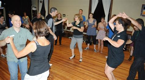 beginner swing dance lessons the big monthly swing dance w beginner lesson got2lindy