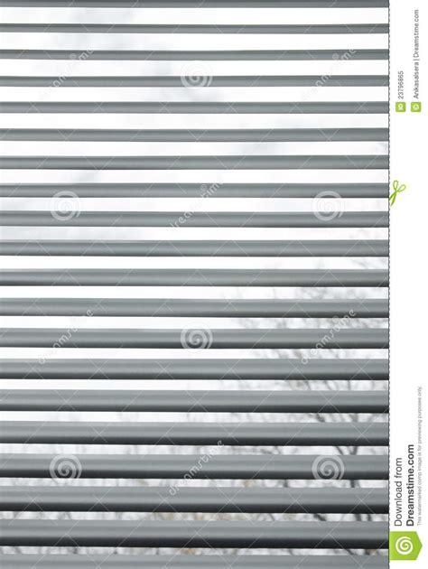 persianas metalicas 193 rboles vistos a trav 233 s de persianas met 225 licas semi closed