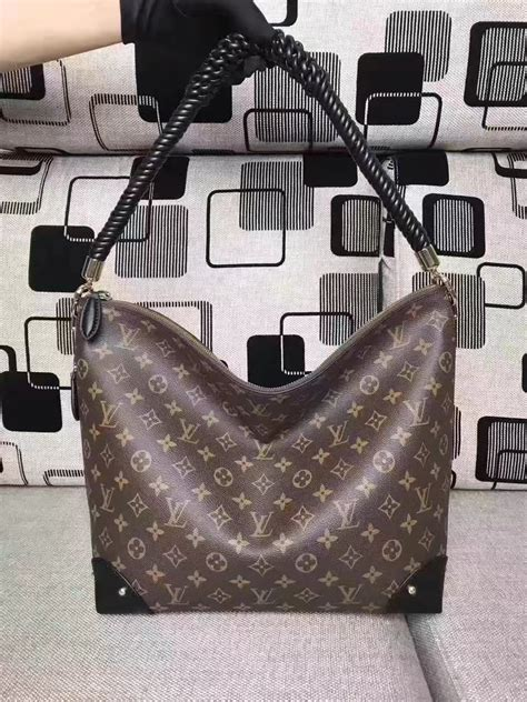 Lv Louis Vuitton Triangle Softy Kode M44130 louis vuitton m44130 triangle softy canvas exterior