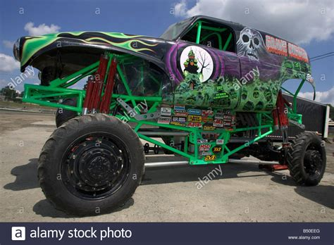 pictures of grave digger truck truck grave digger prior to the truck