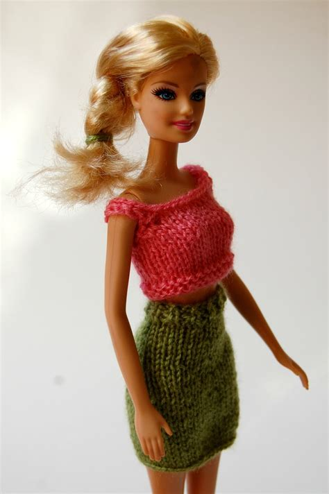 knitting pattern barbie clothes the geeky knitter barbie pencil skirt free knitting pattern