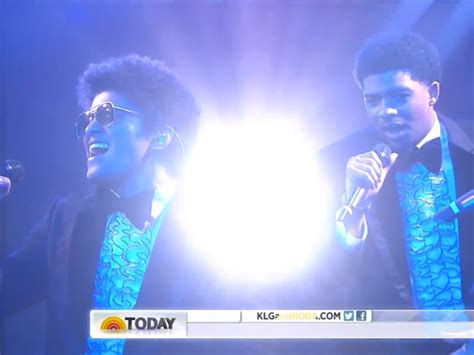 bruno mars christmas mp3 download bruno mars performs white christmas locked out of