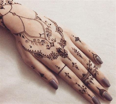 henna tattoo hand weiß instagram post by habeedashenna to henna fy myself