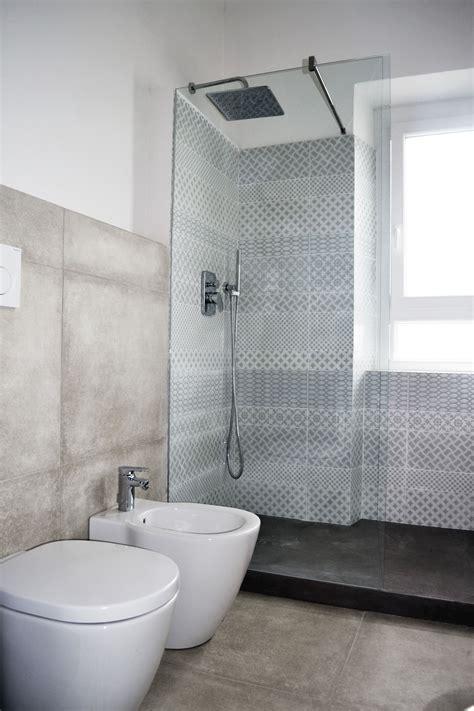piastrelle di cemento piastrelle effetto cemento e piatto doccia in resina