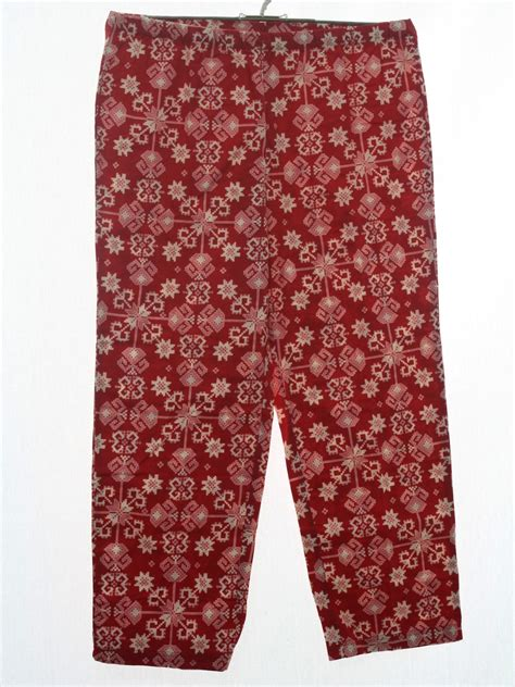 christmas pattern trousers 90s ugly christmas pants to wear with your sweater 90s
