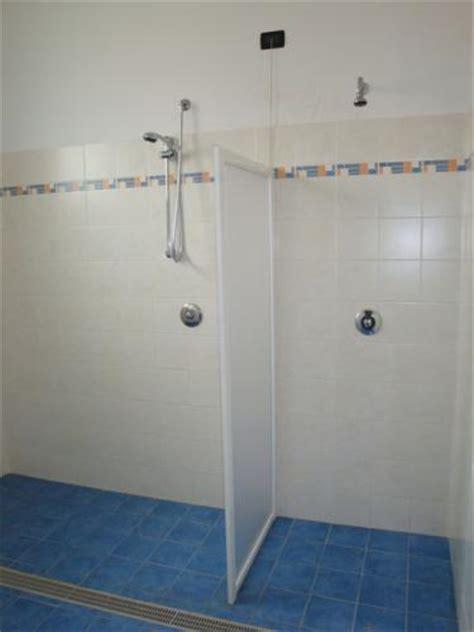 docce per disabili dimensioni foto docce per disabili comune di saletto