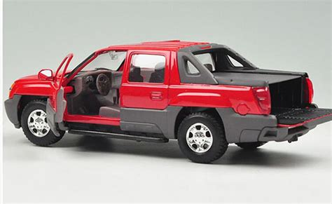 Diecast Welly Chevrolet Avalanche welly 1 24 scale black diecast chevrolet avalanche