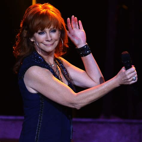 reba mcentire 2014 2014 reba mcentire trendy shaggy medium hairstyles for