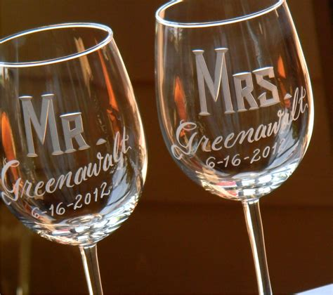 etched barware engraved personalized mr mrs wine glasses set of 2