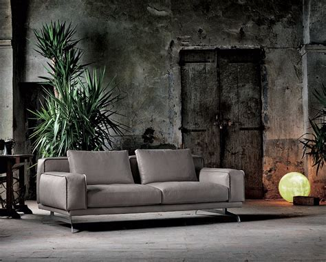 maxi divani nando an italian designed leather sofa by maxdivani