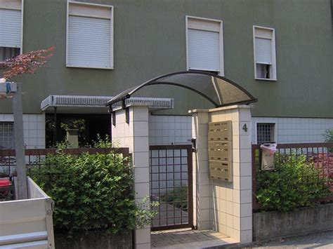 copertura porta ingresso cancello in metallo progetto per l ingresso pedonale