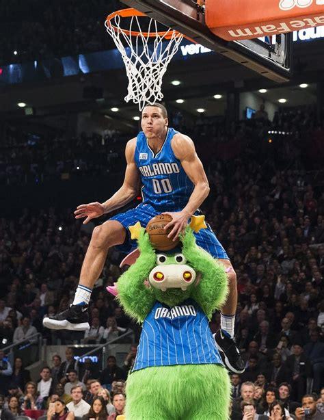 best of slam dunk contest nba slam dunk contest scores big on tv social media