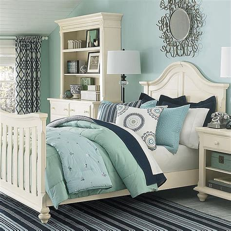 navy blue coastal bedroom design with glossy navy blue blue guest bedroom find more amazing designs on zillow