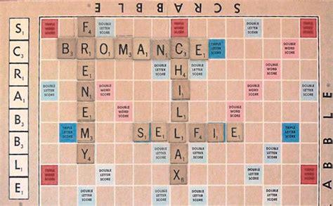 is que a scrabble word jogo de palavras cruzadas inclui selfie e hashtag em
