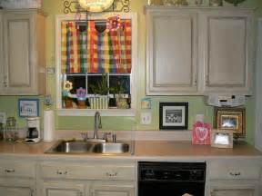 What Color To Paint Kitchen Cabinets by Kitchen Colors To Paint Your Kitchen Cabinets With Plain